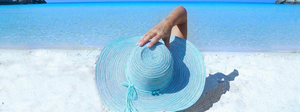 Les accessoires indispensables pour aller à la plage