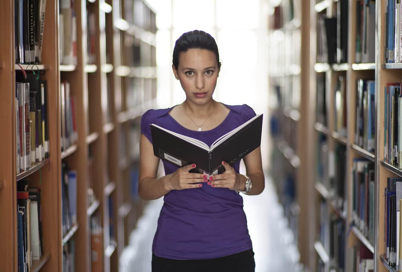 Étude en bibliothèque