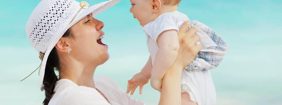 Voyager avec un bébé, comment se préparer ?