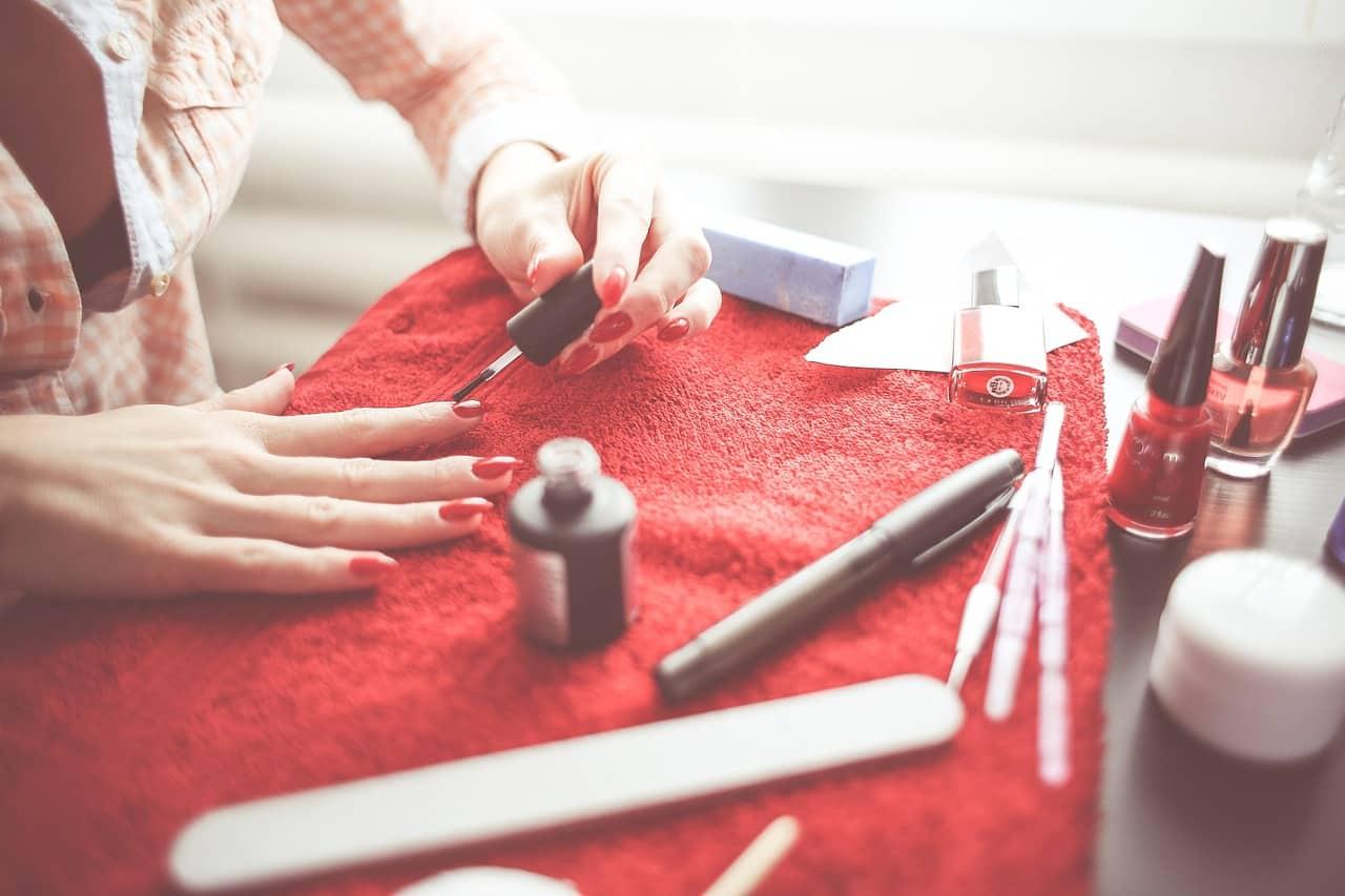 Manucure des ongles en gel