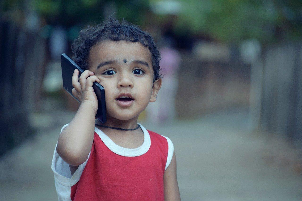 Enfant et smartphone
