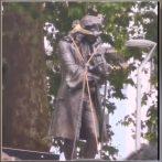 Des manifestants anglais abattent la statue du marchand d'esclaves Edward Colston