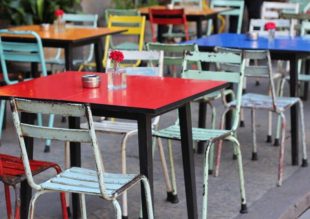 table et chaise dépareillée