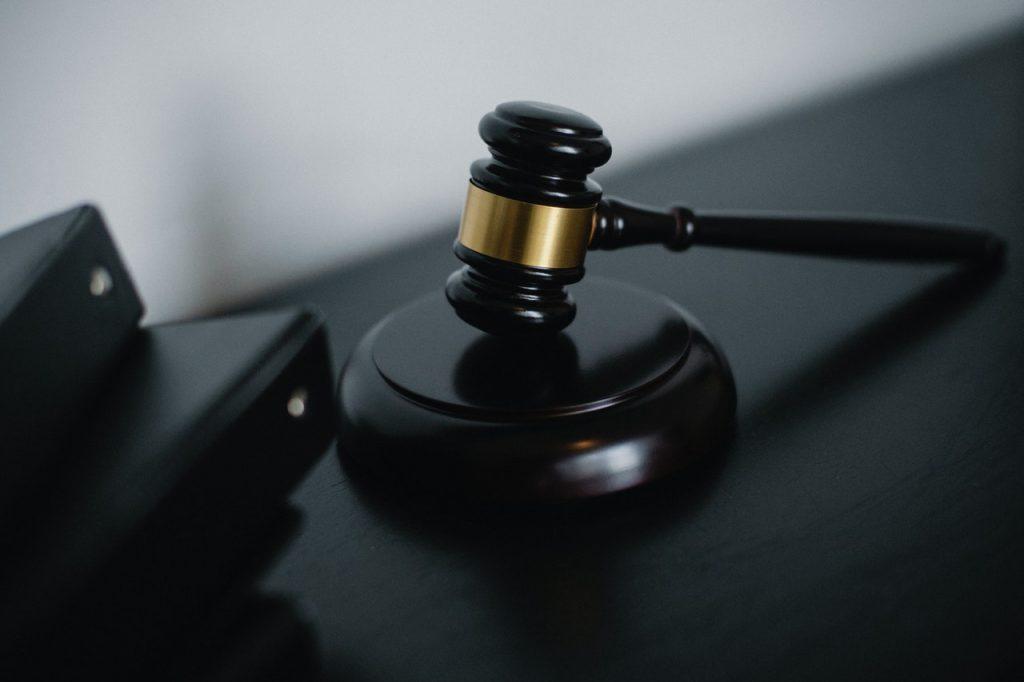 Marteau juridique, juge jugement, avocat loi