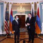 NOUS. intensifier les efforts diplomatiques pour tenter de mettre fin aux combats entre l'Arménie et l'Azerbaïdjan