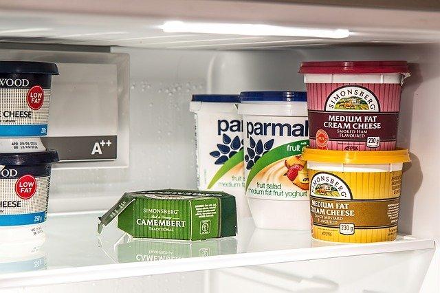 produits frais dans un frigo