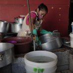 La pandémie COVID-19 alourdit la charge de travail des femmes, selon un rapport de l'ONU
