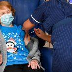 Les autorités sanitaires britanniques administrent les premiers vaccins COVID-19