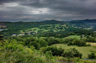 Montagne, verdure d'Auvergne en Rhône-Alpes