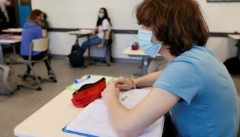 La recrudescence des cas de COVID-19 en France menace le plan national de retour à l'école