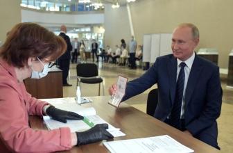 Les électeurs russes conviennent de prolonger le pouvoir de Poutine jusqu'en 2036