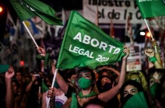 Le projet de loi légalisant l'avortement passe dans l'Argentine natale du pape François
