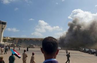 """Une explosion secoue l'aéroport du Yémen dans une """" attaque terroriste lâche """" alors que de nouveaux membres du cabinet débarquent"""