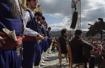 Traditions crétoises: les costumes masculins typiques, parmi les plus beaux de toute la Grèce