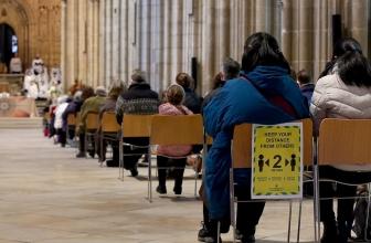 Noël pandémique: Églises et frontières fermées