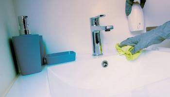Aménagement de la salle de bain senior : n'oubliez pas la barre d'appui !