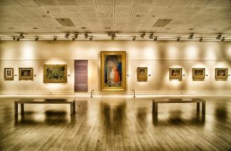 Comment les artistes se font-ils connaitre dans le monde de l'art ?